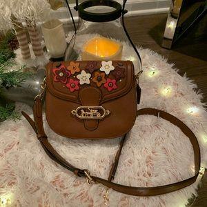 ✨Coach (NWT) Jade Saddle Bag With Daisy Applique✨